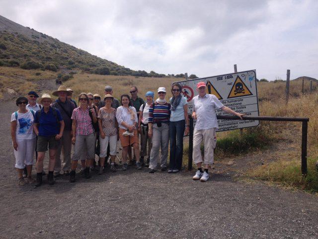 Vor dem Austieg zum Krater auf Volcano