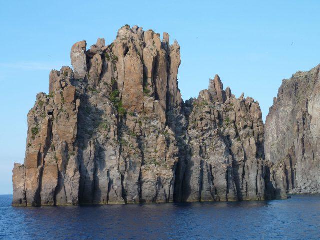 Vulkanische Felsformationen vor Stromboli